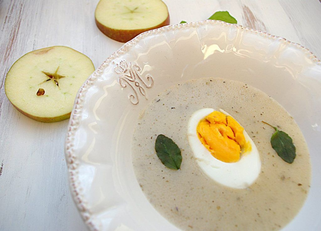 Kremowy biały barszcz chrzanowo-jabłkowy