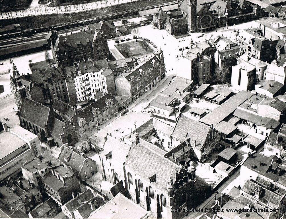 Zdjęcie 1. Dawna ulica Elżbietańska z lotu ptaka. Fotografia ze zbiorów Roberta Krygiera.