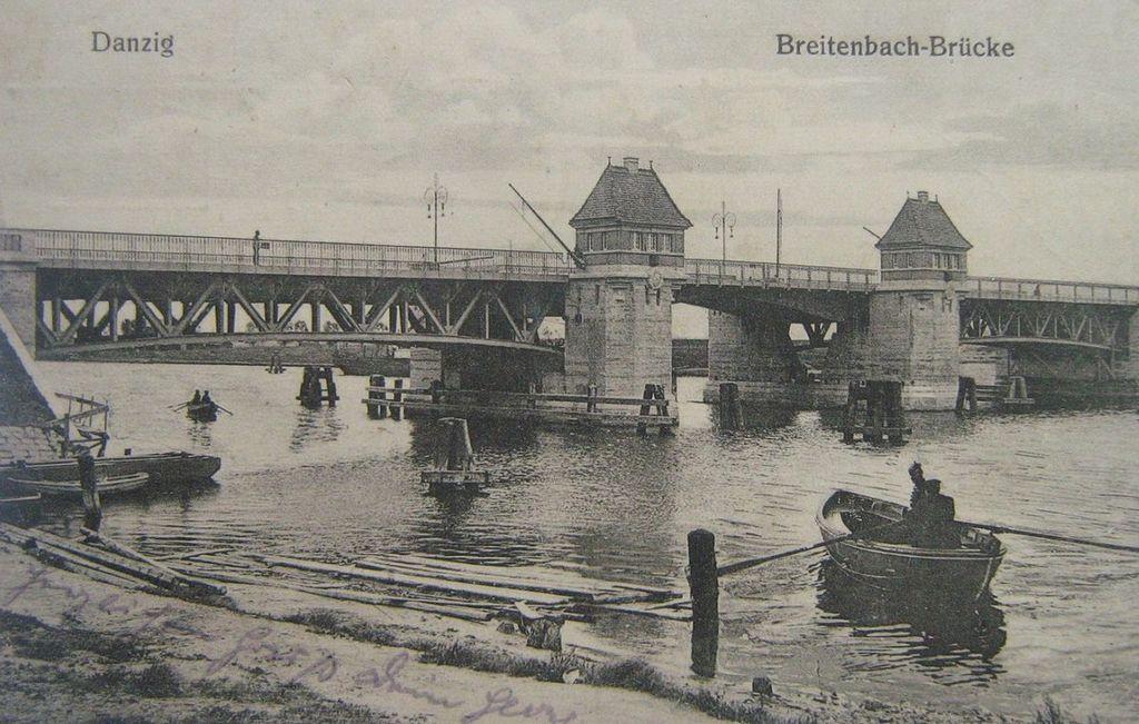 Most Siennicki i widoczna przeprawa przy Gęsiej Karczmie.