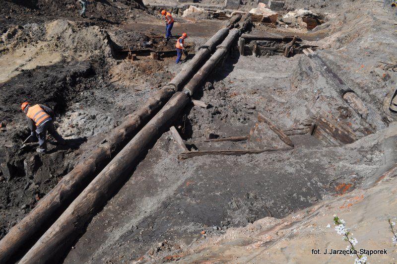 Drewniane wodociągi na Targu Rakowym
