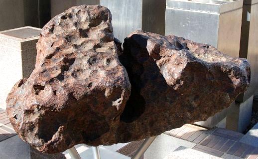 Bryła meteorytu Gibeon, odnaleziona w Namibii