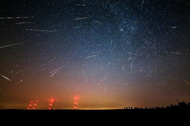 Meteory roju Perseidów z 2015 roku (złożenie komputerowe)