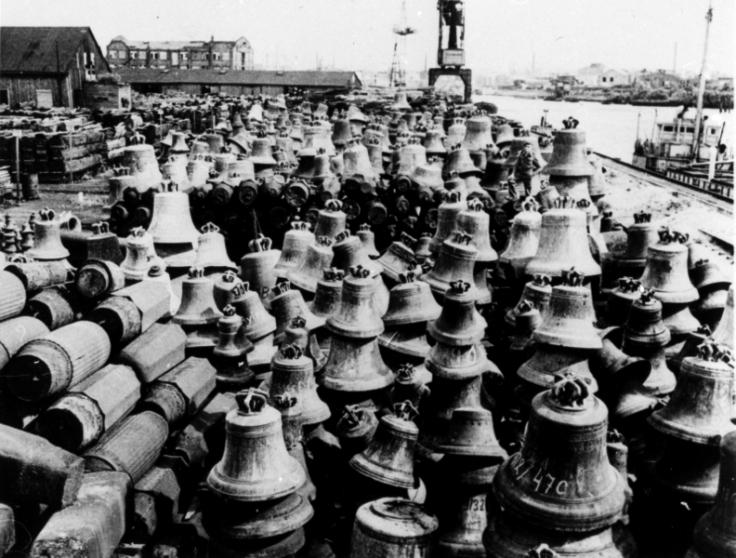składowisko dzwonów w Hamburgu; źródło: Historyczne Maczki