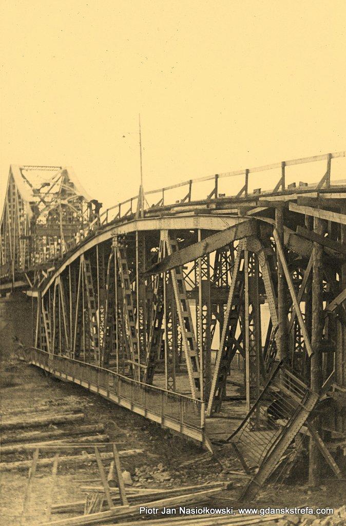 Most na Wiśle w Puławach wysadzony przez polskich saperów