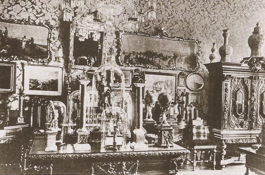 Zbiory Lessera Giełdzińskiego prezentowane jeszcze w kamienicy przy Długim Targu 18 [Langer Markt 18]. Źródło, Echt S