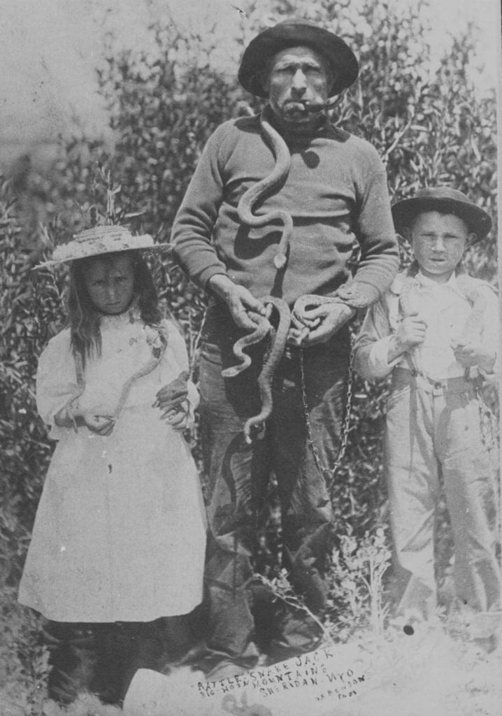 Grzechotnik Jack z dziećmi